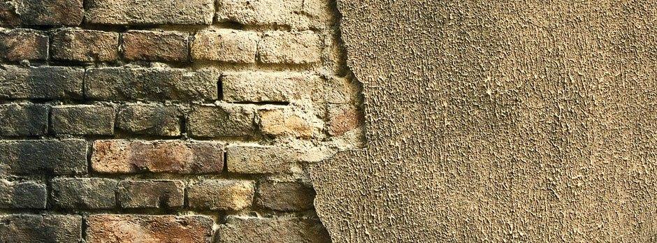 Bauschädliche Salze greifen das Mauerwerk an.