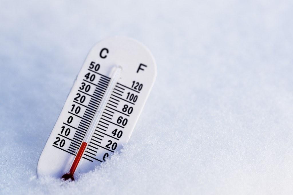 Im Winter kann es an und in Gebäuden zu Frostschäden kommen.