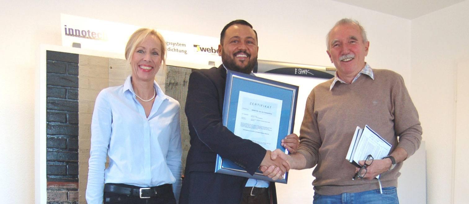 Frau Beck und Herr Donnarumma von der innotech GmbH mit Herrn Dettbarn vom TÜV.