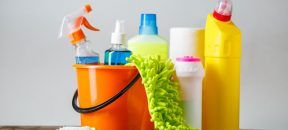 Hausmittel sind gute Alternativen zu chemischen Schimmelentfernern